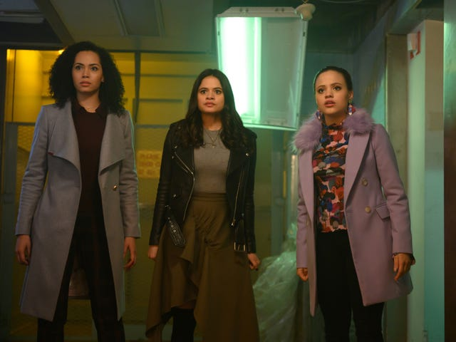 """<a href=https://tv.avclub.com/charmed-expands-its-universe-to-tell-a-more-complex-sto-1830813428&xid=25657,15700002,15700019,15700186,15700191,15700256,15700259,15700261 data-id="""""""" onclick=""""window.ga('send', 'event', 'Permalink page click', 'Permalink page click - post header', 'standard');""""><i>Charmed</i>扩展了它的宇宙,以讲述一个关于善恶的更复杂的故事</a>"""