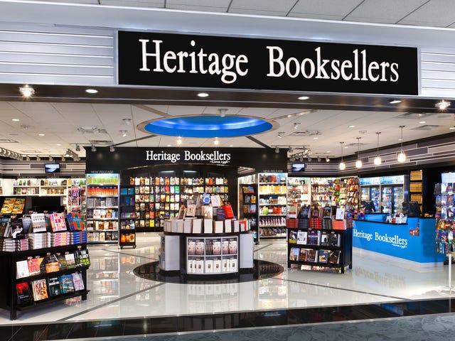 एयरपोर्ट बुकस्टोर पर पुस्तकें पढ़ें और लौटें
