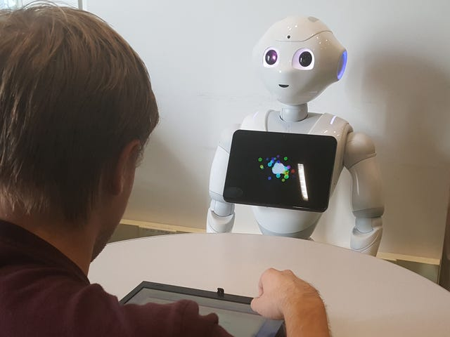 Des chercheurs créent un robot parlant des déchets qui prouve que les machines peuvent pénétrer sous la peau humaine