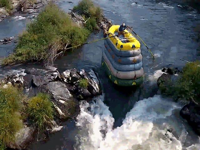 Ο Daredevil βρίσκει έναν τρόπο να κάνει το White Water Rafting ακόμα πιο επικίνδυνο
