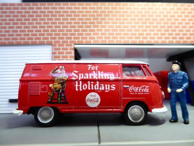 Hot Sixty 4th: Συλλογή Coca Cola 5