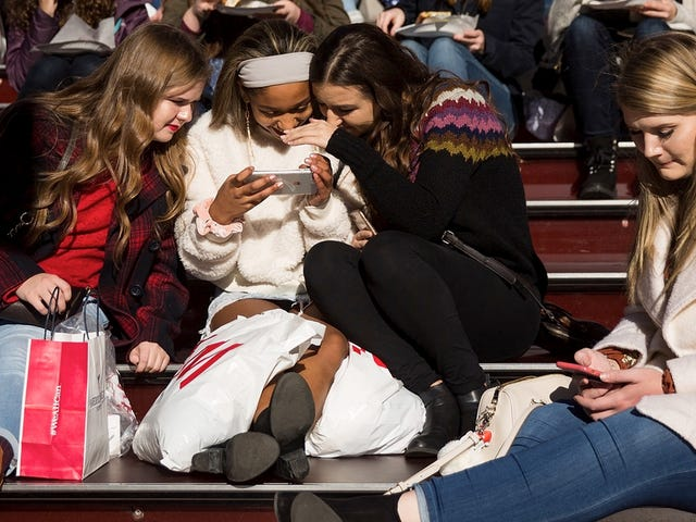 Facebook Officially Less Popular with American Teens Than Instagram and Snapchat