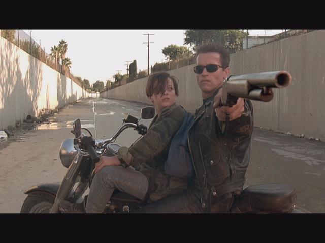 詹姆斯·卡梅伦(James Cameron)将<i>Terminator 2</i>带回剧院时,只做了一次改变