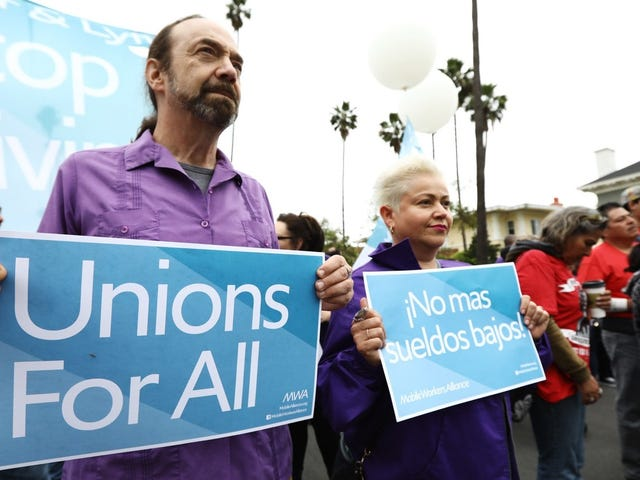 Uber and Lyft Drivers Strike Alongside Fast Food Workers in LA, Demand $30 Minimum Wage