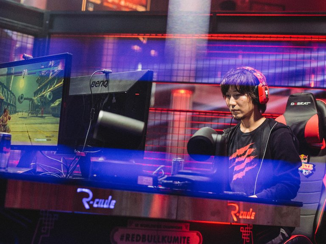 Daigo's New Controller Causes A Stir In The Fighting Game Community [UPDATE]