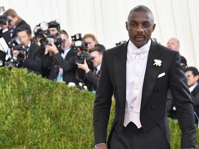 "<a href=https://news.avclub.com/idris-elba-is-peoples-sexiest-man-alive-so-can-he-plea-1830253084&xid=17259,15700023,15700043,15700186,15700191,15700248 data-id="""" onclick=""window.ga('send', 'event', 'Permalink page click', 'Permalink page click - post header', 'standard');"">Idris Elba er <em>People</em> 's Sexiest Man Alive, så kan han så godt spille James Bond nu?</a>"