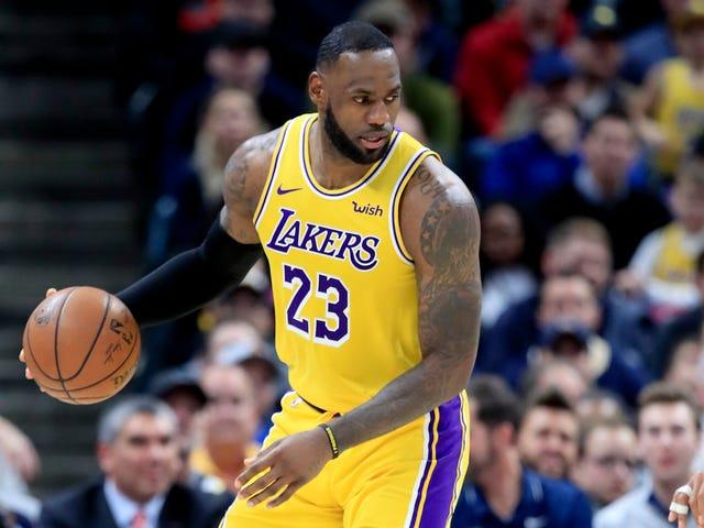I hvad der skulle komme som en overraskelse for ingen, udpegede LeBron James Associated Press Male Athlete of the Decade