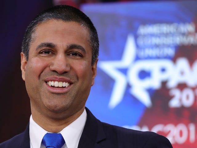 La NRA acaba de otorgarle a la presidenta de FCC, Ajit Pai, un arma para su 'coraje' <em></em>