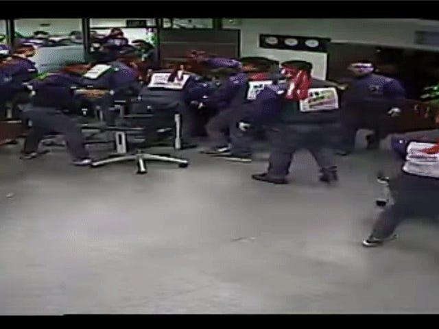在韩国观看通用汽车公司员工摧毁其首席执行官办公室