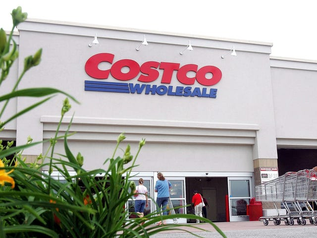 Costco-themed cake delivers birthday cheer in bulk