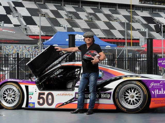Le chanteur d'AC / DC Brian Johnson a perdu l'audition des voitures de course, pas de la musique