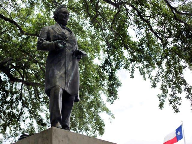 UT Austin está derribando cuatro estatuas confederadas durante la noche