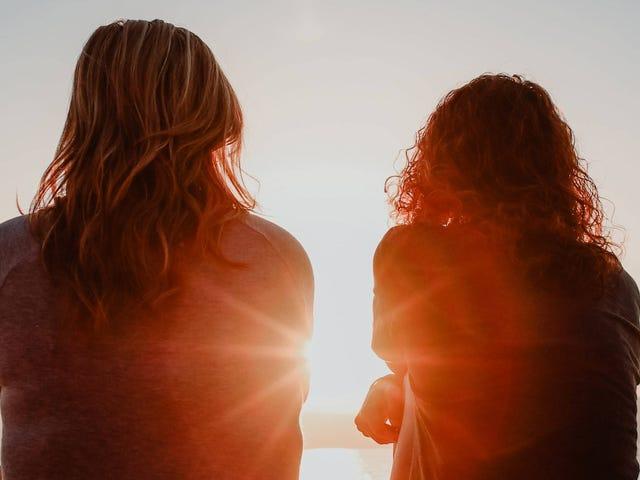 कैसे अपने माता-पिता को बनाए रखें जब बच्चे अलग हो जाते हैं