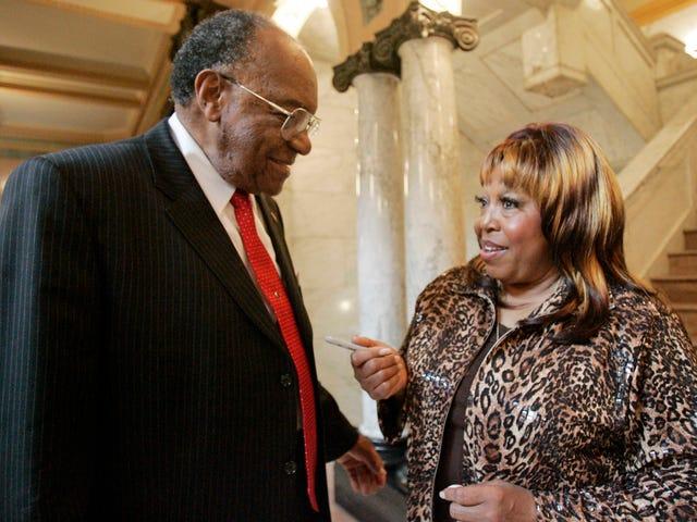 Blues和R&B Legend Denise LaSalle死于78岁