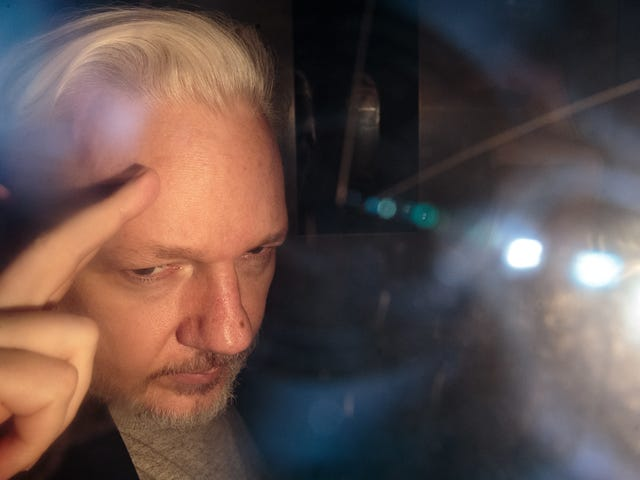 More Than 100 Doctors Call for Australia to Rescue Julian Assange From UK Prison