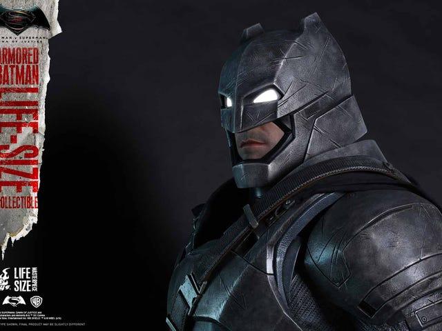 God gud, Hot Toys gör livstidsfigurer, som börjar med <i>BvS'</i> Armored Batman
