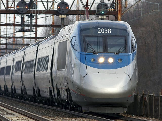 Passageiros Amtrak Estagnados Oferecidos Luxo de Pooping em Caixa de Papelão