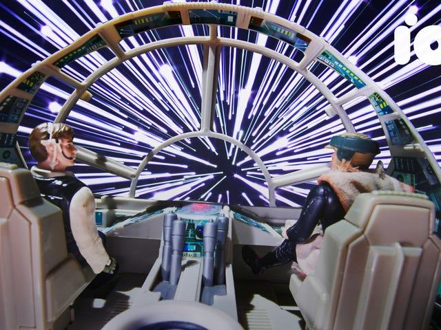 Xem Jumpers Hyperspace cổ điển của <i>Star Wars</i> tái tạo bằng Fiber-Optics và Poster Board