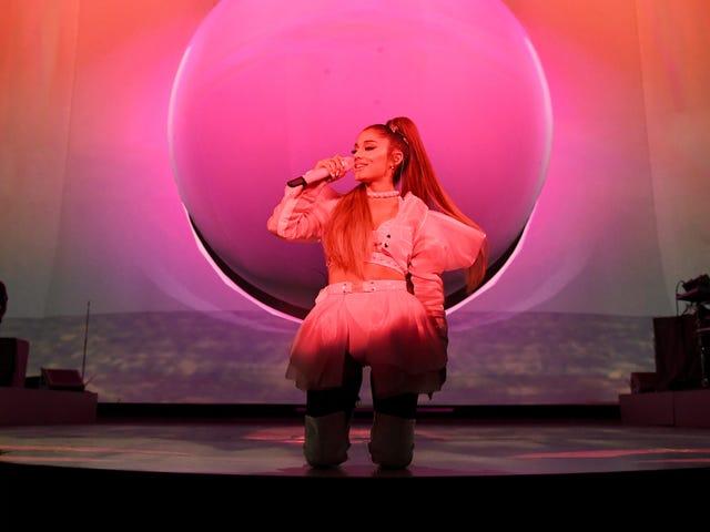 """Nous ne pouvons pas imaginer être poursuivi pour """"7 anneaux"""" est l'une des choses préférées d'Ariana Grande"""