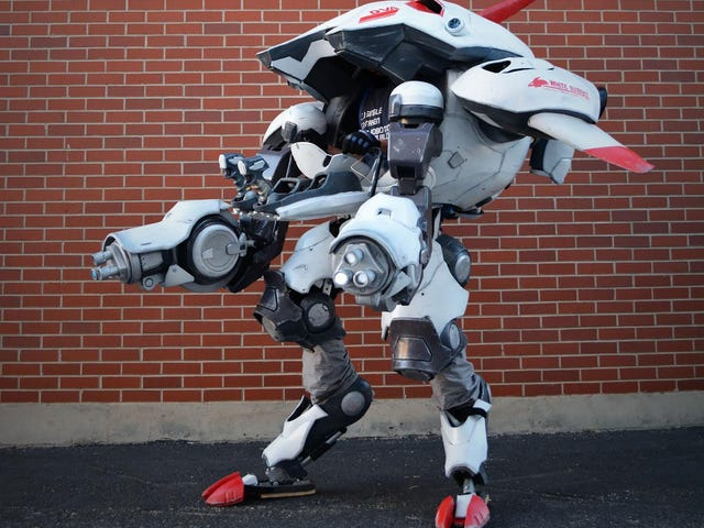 Fantastic D.Va Cosplay Is A Working Mech Suit