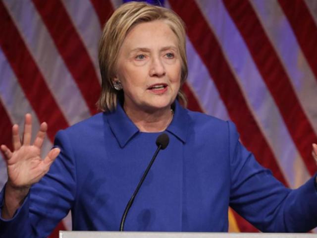 Hillary Clinton fait sa première apparition publique depuis la défaite des élections