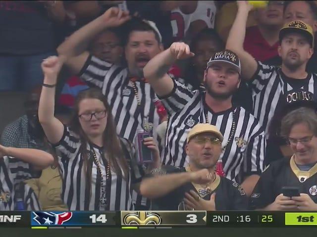 Les fans des saints portent des maillots d'arbitre pour ouvrir la saison dans une blague qui a très peu de sens