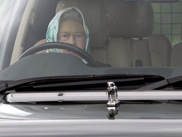O zaman Kraliçe Elizabeth II bir Suudi Prensi Boktan Korkuttu