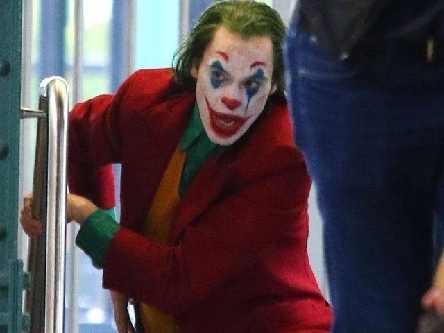 El <i>Joker</i> de Joaquin Phoenix siembra el pánico en el metro de Nueva York en la última secuencia del rodaje