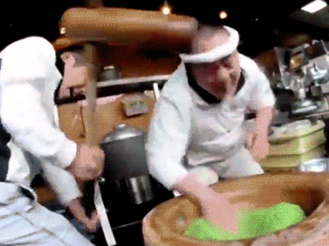 Những kẻ làm bánh gạo Nhật Bản là những hạt dẻ