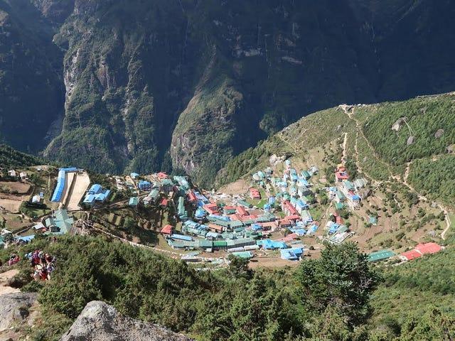 Går upp.  Namche, Nepal.  Av Jon Stetson