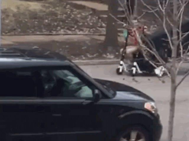 Olen nähnyt liikkuvuuden tulevaisuuden ja se on näitä hirviöitä, jotka siirtävät sohvaa kahdella e-skootterilla
