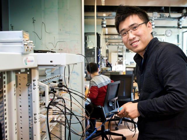 Microsoft tạo ra quasiparticle nửa điện tử hoang dã cho máy tính lượng tử tương lai của nó