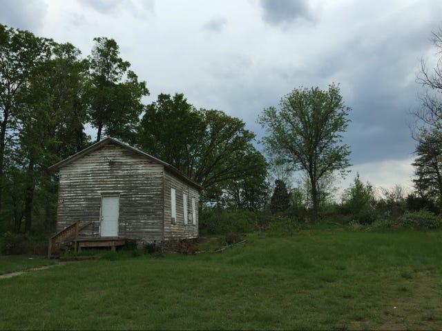 Black Va. Schoolhouse Dibina pada tahun 1892 Ditahan Dengan Tanda-tanda Kuasa Putih