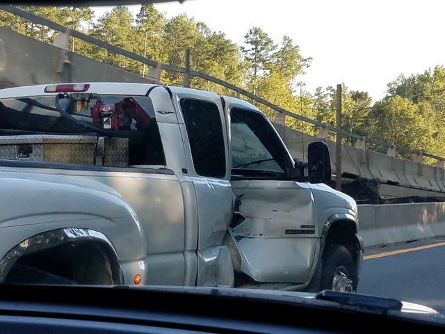 Il camion ha un leggero danno