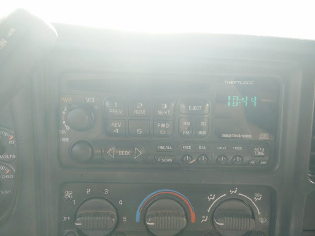 2000 silverado 1500 radio question