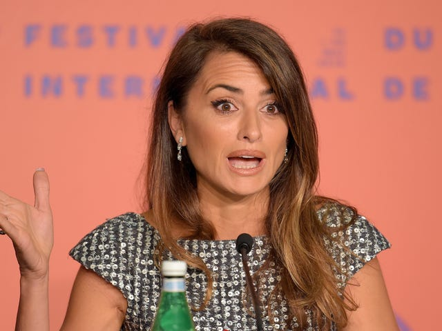 A Magazine for Rich People Asks Penélope Cruz If MeToo Has Killed Compliments