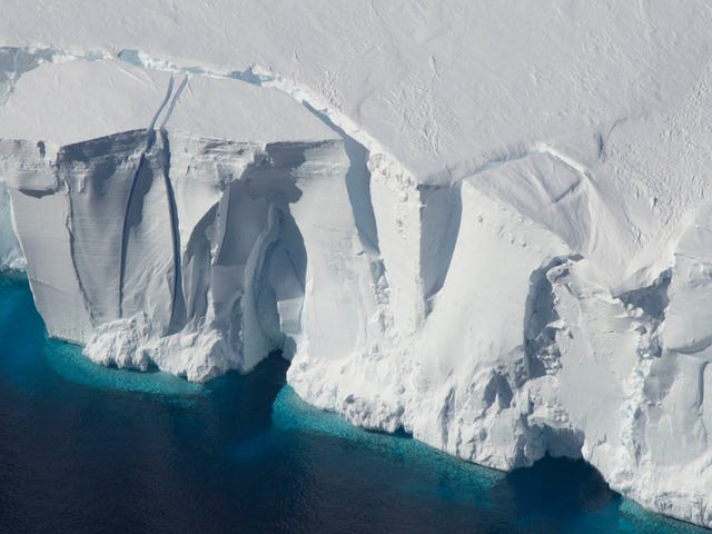 Scientists Propose Pumping 74 Trillion Tons of Artificial Snow Onto to the West Antarctic Ice Sheet to Stop Its Collapse