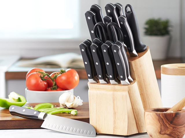 Amazon Has Chopped $10 Off The Price of This Knife Set