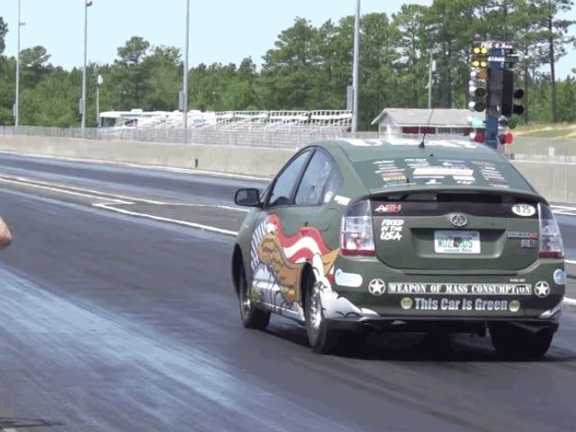 Este Toyota Prius foi vastamente melhorado com um motor Hellcat de 800 cavalos de potência