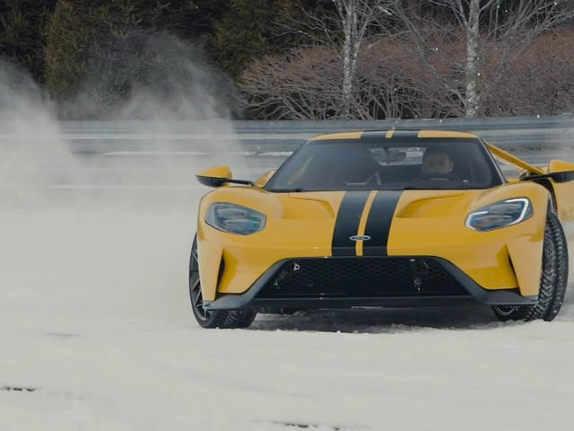 Видео 14-летнего снегопада Ford GT непосредственно нацелено на мою железу ревности