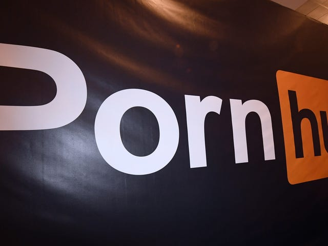 New Jersey Man Sues Pornhub for Ad Using His Money-Flashing Selfie