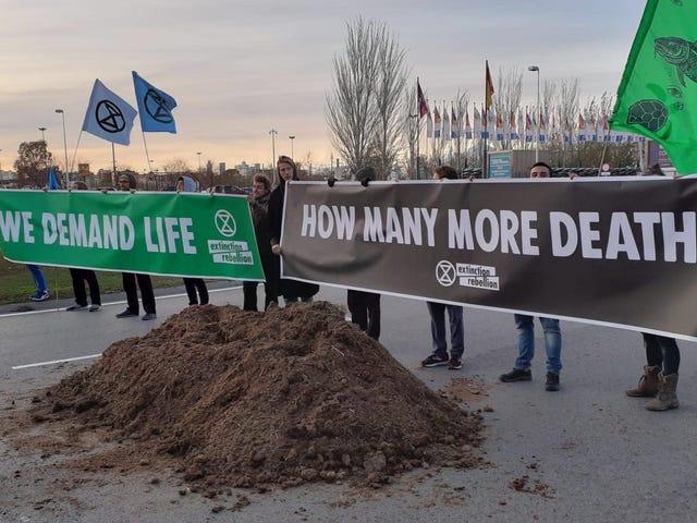 Sidang Kemuncak Iklim PBB Terus Berputar Roda Ke Hujung Minggu, dan Pemrotes Tidak Memiliki Ini