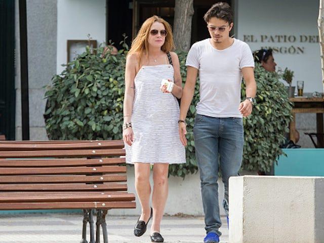 Lindsay Lohan αφήνει το Λονδίνο μετά από μια έντονη πάλη με το αρραβωνιαστικό της