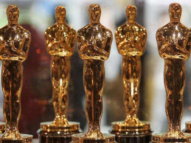 Oscars Now Considering Host-less Show After Offering Job to Single, Solitary Straight Male