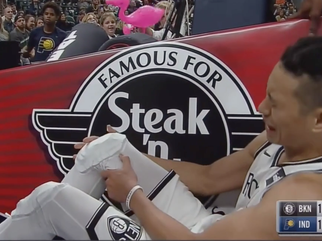 Jeremy Lin Leaves Court In Tears After Suffering Knee Injury