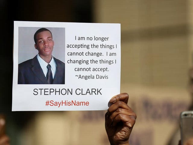 #StephonClark: Polisler Kaliforniya'da Ölümcül Güç İlerleyebiliyorsa Bill Policing