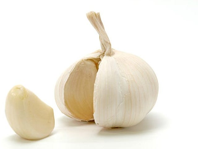"""Garlic Smell"" Tours Your Whole Body Before Getting to Your Mouth"