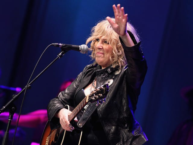 """<a href=https://www.avclub.com/lucinda-williams-is-writing-a-memoir-says-she-has-a-b-1822939722&xid=17259,15700021,15700186,15700190,15700256,15700259,15700262 data-id="""""""" onclick=""""window.ga('send', 'event', 'Permalink page click', 'Permalink page click - post header', 'standard');"""">Lucinda Williams skriver et memoir, siger hun har en &quot;stor historie at fortælle&quot;</a>"""
