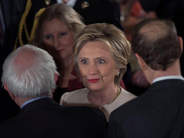 """Hillary Clinton acabou de atrapalhar Bernie Sanders, chamando-o de político de carreira de quem """"ninguém gosta"""""""