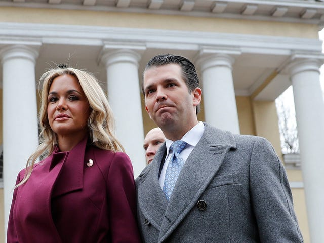 Candace Owens Tweets About Vanessa Trump Tweeting Informazioni su Don Jr. Tweeting Informazioni su Kimberly Guilfoyle